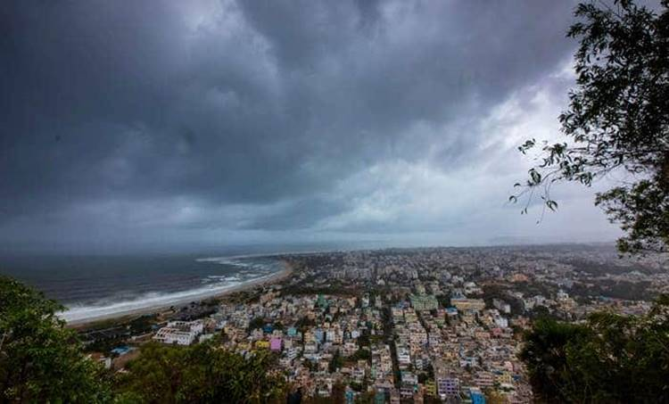 cyclone fani, സൈക്ലോൺ ഫോനി, ഫോനി ചുഴലിക്കാറ്റ്, cyclone fani live, cyclone fani news, weather today, today weather, imd weather forecast, weather report, weather warning, red alert in tamilnadu today, cyclone fani, cyclone fani in chennai, weather report today, weather forecast, weather forecast today, weather forecast report, weather forecast today in delhi, delhi weather, imd weather forecast, imd weather forecast today, imd weather forecast today delhi