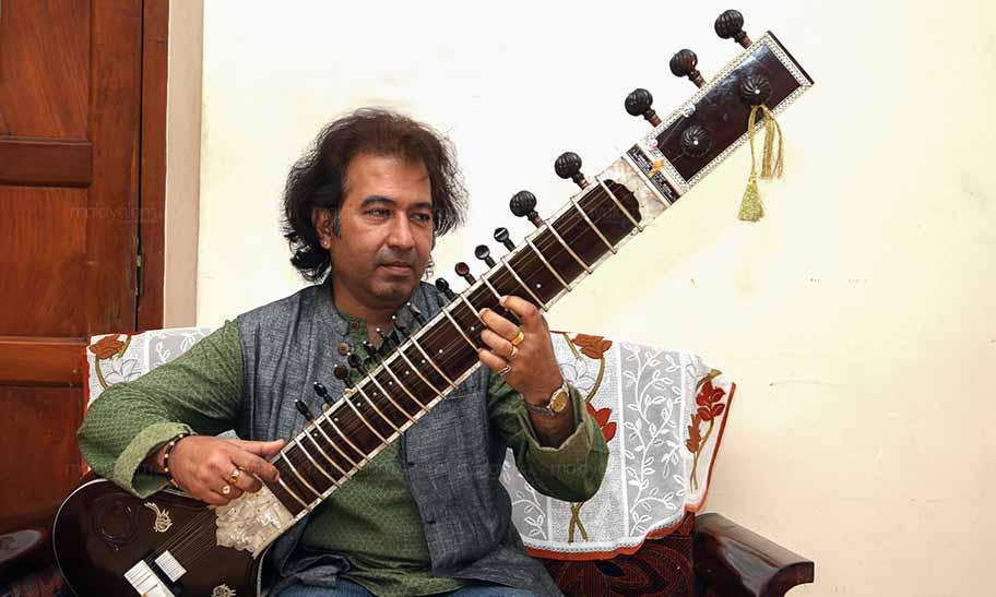 sitar vadak, sitar player, sitar instrument, sitar music instrument, ustad rafique khan, ustad rafique khan sitar, സിതാര്, ഉസ്താദ് റഫീഖ് ഖാന്