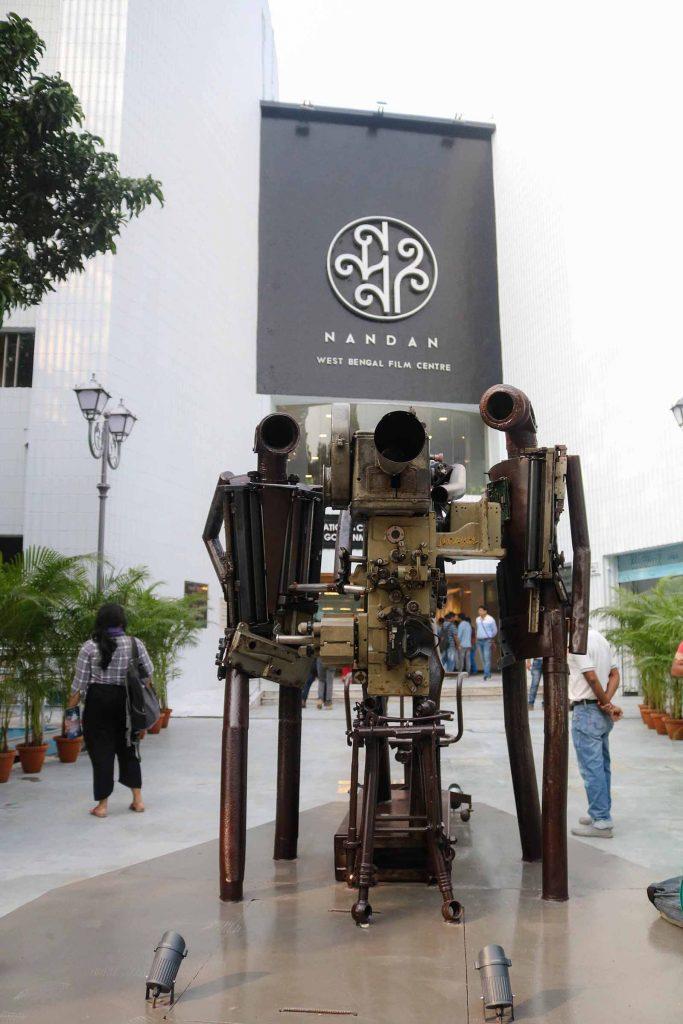കൊല്ക്കത്ത, യാത്ര, കാളിഘട്ട്: Kolkata Travelogue, Places to see, how to reach, sonagachi, victorial memorial, kalighat, yellow taxi
