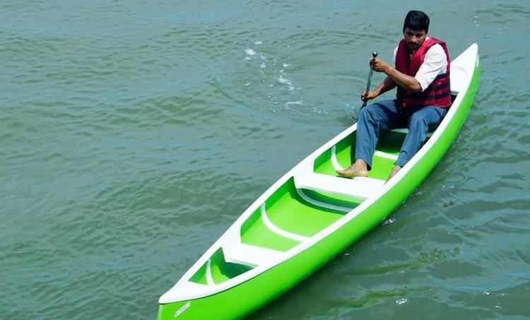 2018 kerala flood,2018 കേരളത്തിലെ മഹാപ്രളയം, rescue,രക്ഷാപ്രവര്ത്തനം, people buys boatsആളുകള് ബോട്ടുകള് വാങ്ങുന്നു