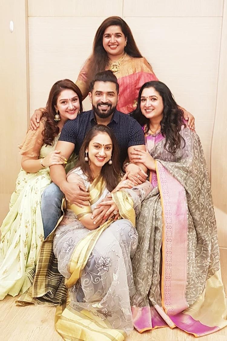 Vijayakumar family