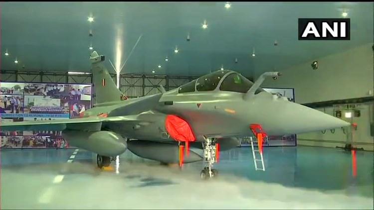 rafale,റഫാല്, rafale fighter flights, റഫാല് യുദ്ധവിമാനങ്ങള്, indian air force, ഇന്ത്യൻ വ്യോമസേന, rafale induction ceremony, rafale inducted to indian air force, റഫാല് യുദ്ധവിമാനങ്ങള് വ്യോമസേനയുടെ ഭാഗമായി, ambala air force station, അംബാല വ്യോമതാവളം, goldern arrows squadron of indian air force, വ്യോമസേനയുടെ ഗോള്ഡന് ആരോസ്, rafale india news, റഫാല് ഇന്ത്യ വാർത്തകൾ, rafale india news in malayalam, റഫാല് ഇന്ത്യ വാർത്തകൾ മലയാളത്തിൽ, indian express malayalam, ഇന്ത്യൻ എക്സ്പ്രസ് മലയാളം, ie malayalam, ഐഇ മലയാളം