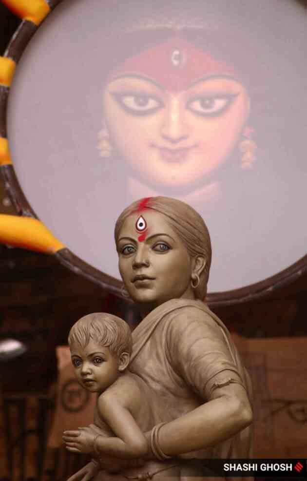 navratri, navratri 2020, navratri puja, navratri puja muhurat, navratri puja timings, navratri shubh muhurat, navratri maa durga, navratri maa durga puja, navratri 2020 puja, navratri muhurat, navratri puja time, navratri puja muhurat india, durga puja, durga, Kolkata pandal replaces Gooddess Durga with migrant workers as tribute Kolkata Durga Puja, Durga Puja Kolkata, Kolkata pandal photos, Kolkata Durga Puja photos, Durga puja pictures Kolkata, Kolkata migrants pandal photos, migrant pandal in Kolkata, Migrants lockdown pandal Kolkata, indian express photos