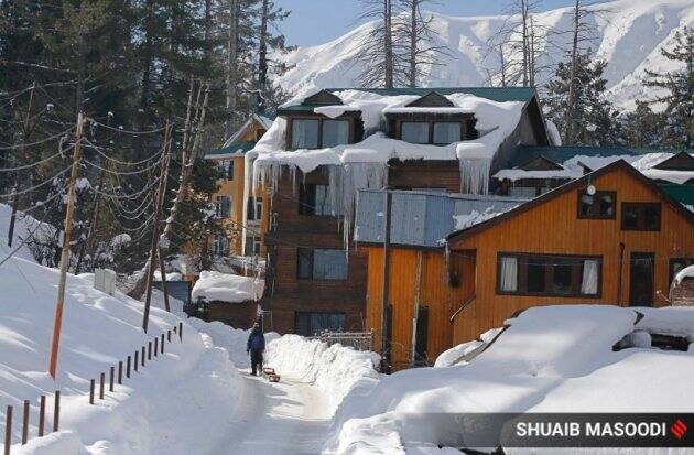 gulmarg snowfall, kashmir snow, gulmarg ski resort, jammu and kashmir news, kashmir snowfall, indian express