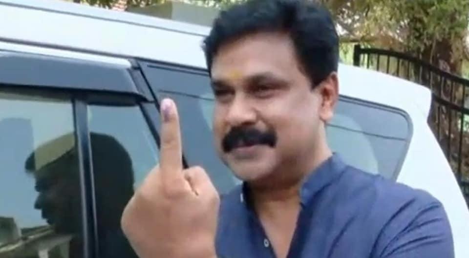 Mammootty, Kerala assembly election 2021, film stars cast vote, prithviraj, supriya, asif ali, polling day, LDF, UDF ,NDA, CPM, Congress-BJP-live updates,കേരള നിയമസഭാ തിരഞ്ഞെടുപ്പ്, എൽഡിഎഫ്, യുഡിഎഫ്, ബിജെപി, എൻഡിഎ, കേരളത്തിൽ വോട്ടെടുപ്പ്